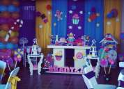 Mesa de fantasia, candy bar, estacion de bebidas, perros calientes, todo en decoraciones