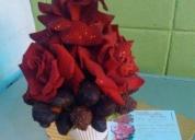 Girasoles y fresas bañadas en chocolate.