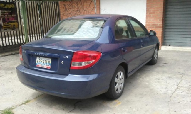SEÑORA MAYOR VENDE SU KIA RIO IMPECABLE, CONTACTARSE.
