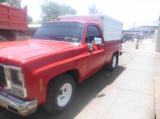 Se vende camioneta automatica con cava