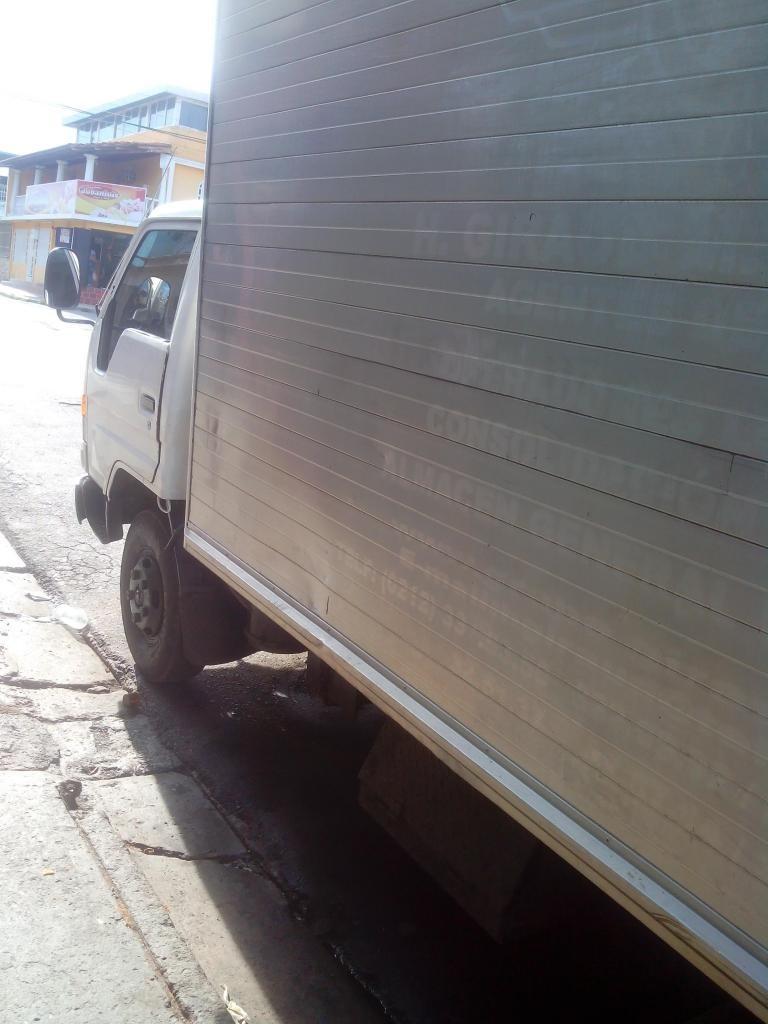 Vendo Excelente camión toyota dyna 98 operativo