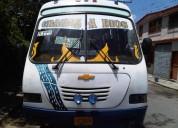 Vendo excelente bus npr 2003.