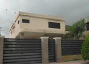 Bella casa totalmente actualizada