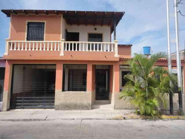 Amplia y Cómoda Casa 200 mt2 en Buenaventura