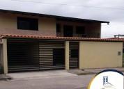 En venta hermosa y moderna casa en san juan de colon 3 dormitorios