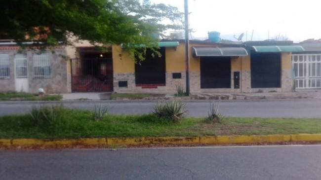 Alquilo casa para comercio negocio Avenida Principal en Urbaniza San Diego