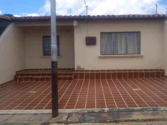 Vendo casa en la URB LA MORA LOS BUCARES