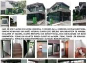 Casa de dos plantas con locales comerciales