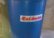 Tanque azul de agua de 900 litros