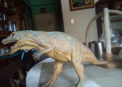 Dinosario a escala