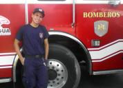 Joven bombero busca pareja para tener un trio
