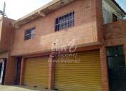 Venta de locales comerciales con oficinas y casa.