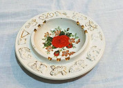 Cenicero de cerámica, decorado en rosas